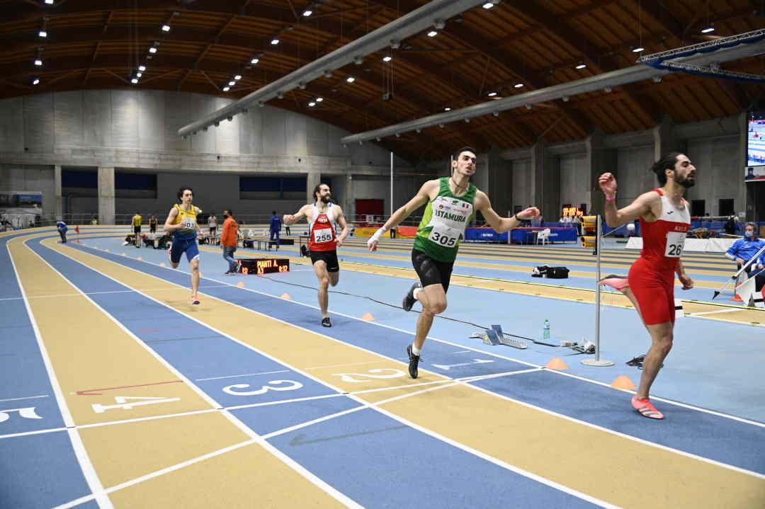 Atletica indoor, Moscardi va a 400