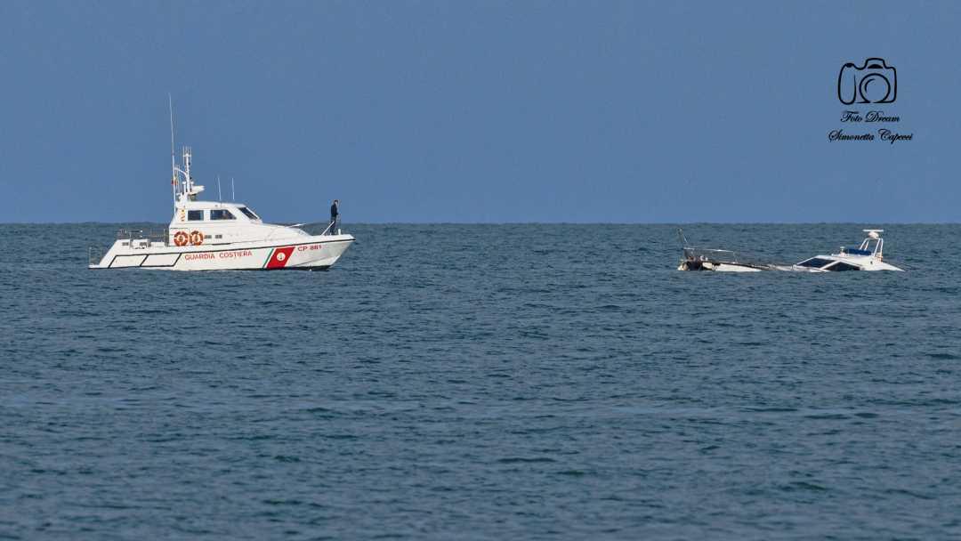 Barca affonda davanti alla Sentina