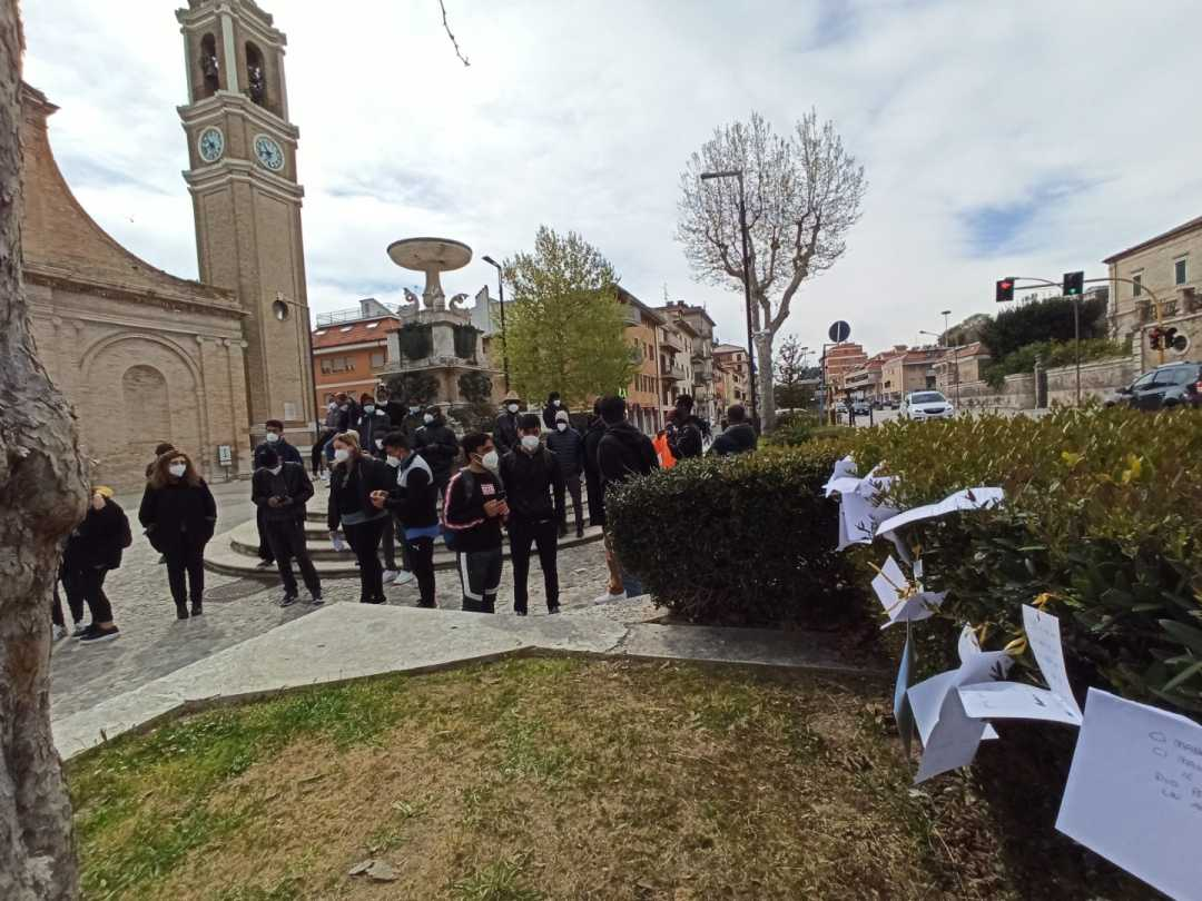 L'ultimo saluto ad Arshad in piazza San Pio V