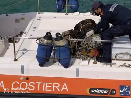 Pesca illegale: la Guardia Costiera sequestra attrezzi da posta abusivi
