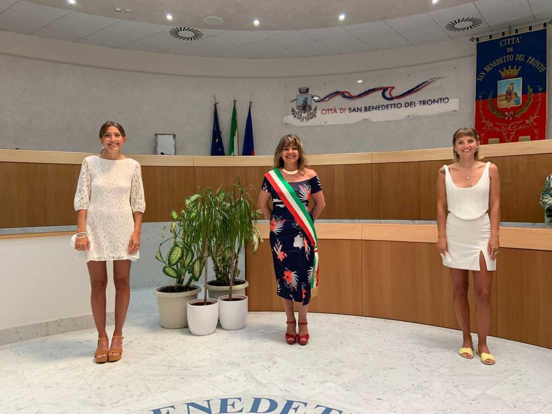 L'Assessore alle Pari Opportuntà Baiocchi celebra l'unione civile tra due ragazze Argentine