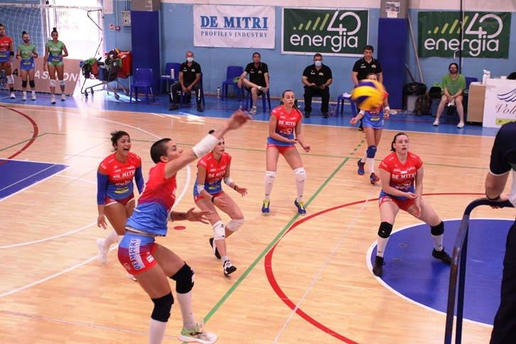 Playoff B2 fem, la Volley Angels sconfitta 1 – 3: ora servirà un'impresa sabato prossimo nella gara di ritorno