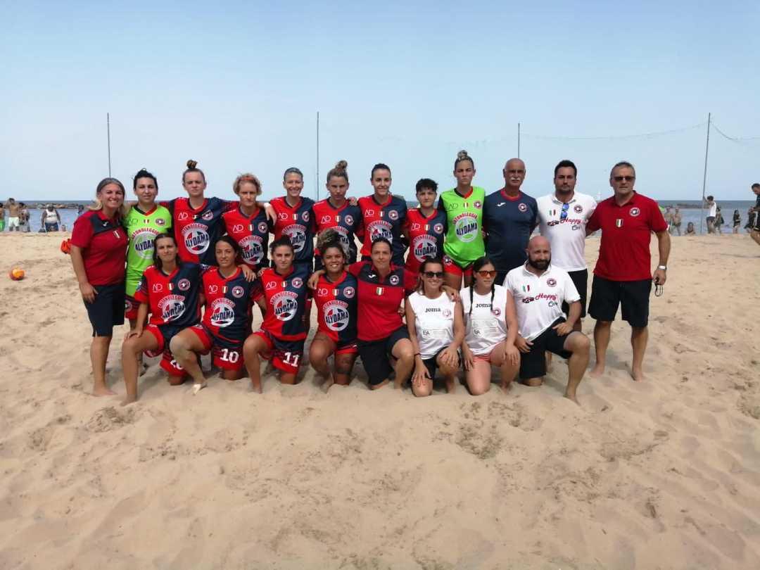 La Samb Beach Soccer femminile vola in finale Scudetto: nel maschile rossoblù ko 3 – 2 contro Terracina