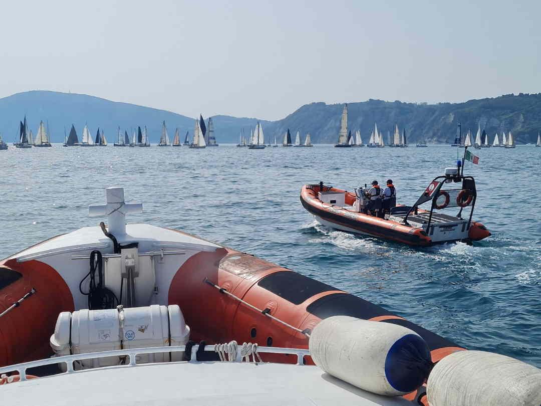Salvato dalla Guardia Costiera mentre assiste alla regata